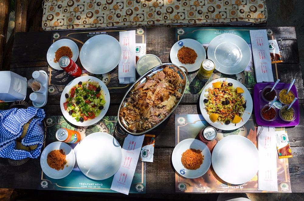Çınaraltı Şelale Restaurant kuzu çevirme